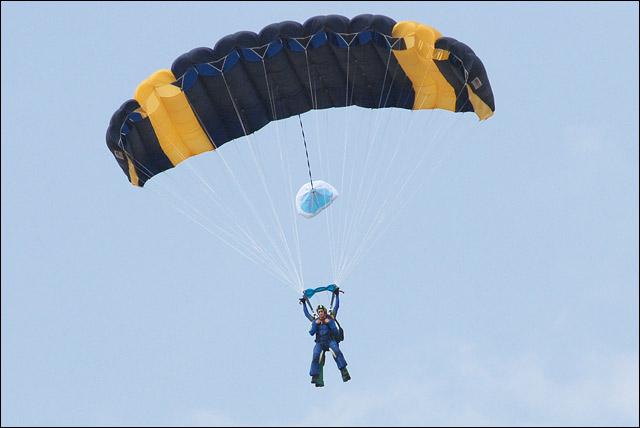KMiNT21 - парашютист